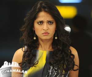 anushka upset of income tax raid