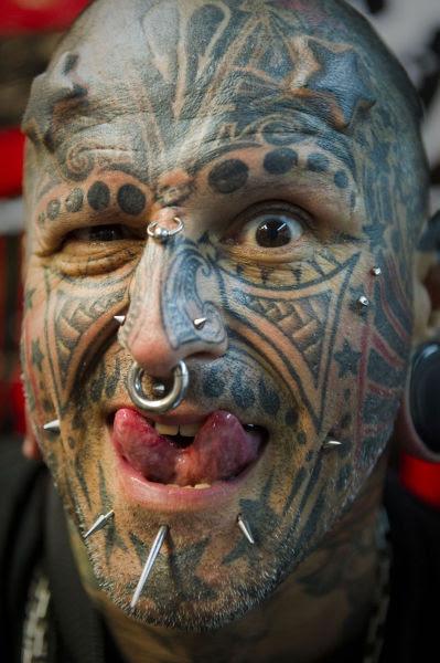http://img.izismile.com/img/img5/20120203/640/venezuela_tattoo_show_640_26.jpg