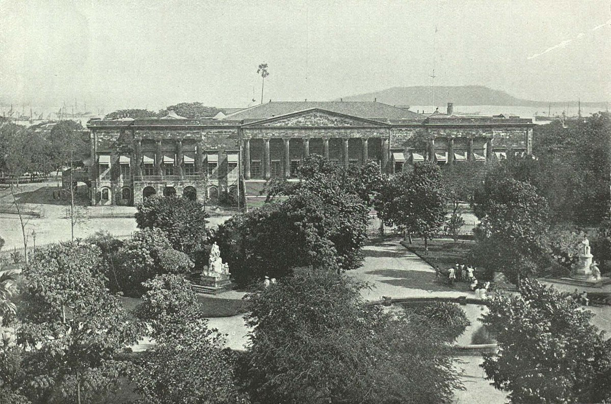 File:The Town Hall and part of Elphinstone Circle Gardens.jpg
