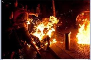 Joven se quema a lo bonzo en Portugal