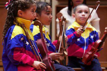 Maduro: Que más nadie le cambie el instrumento musical a un joven por piedras y violencia (+Video)