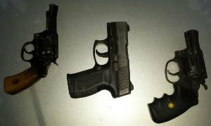 Armas foram apreendidas com suspeitos