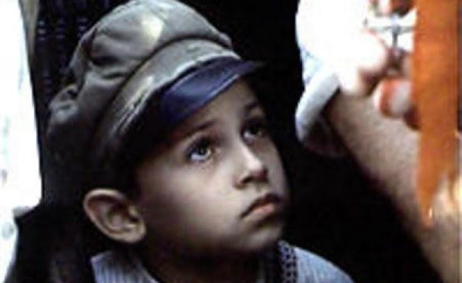 """Кадър от филма """"Лачените обувки на незнайния воин"""""""