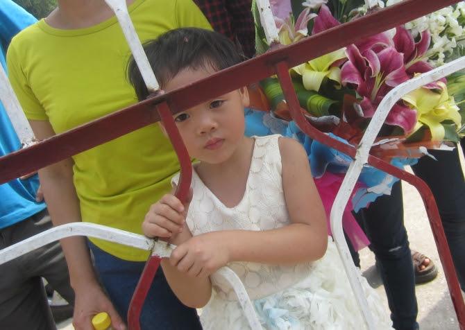 Hình ảnh Chùm ảnh: Giọt nước mắt đón người thân được đặc xá trở về số 8