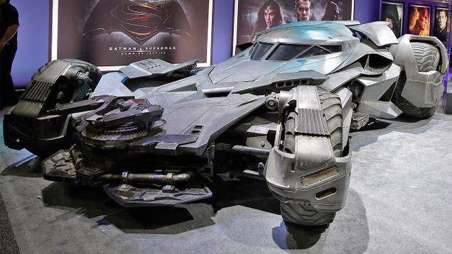 El épico batmóvil de Batman V Superman hace su debut oficial en fotos