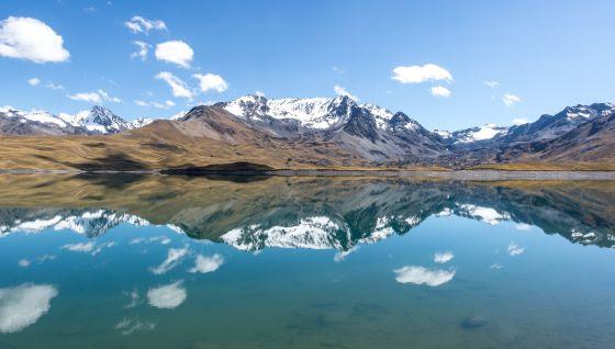 La laguna de Tuni Condoriri, al pie de los Andes, es una de las fuentes de agua de las que se nutre la ciudad de El Alto.