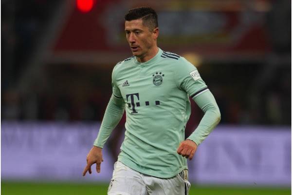 4a29f6aa7 Kapitalny jubileusz Roberta Lewandowskiego! Dublet w Klasyku Bundesligi i  pobicie rekordu G. Mullera [WIDEO]. W meczu Bayernu ...