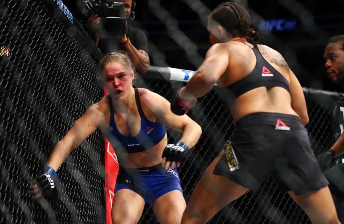 Amanda Nunes derrota Ronda Rousey UFC 207 MMA (Foto: Reuters)