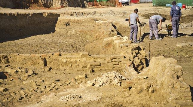 Excavaciones arqueológicas donde se han hallado distintos vestigios de tipo artesanal y pesquero, que parecen situar en este punto exacto el lugar del que partieron las tres carabelas de Colón hacia el Nuevo Mundo en 1492.
