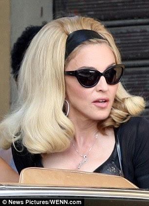 Volumised: Madonna'nın sarışın saçları video için bir retro görünüm vermek için dağınık edildi