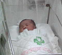 Di dalam box bayi
