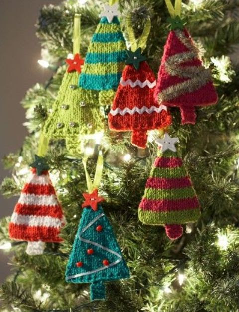 32 Cute And Cozy Knitted Christmas Decorations | DigsDigs