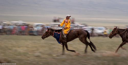 jinetes en naadam - Mongolia 002 by Rafa Granero