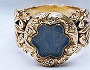 L'anello d'oro con la ciocca di capelli di Napoleone (foto Ferdinando Rollando)