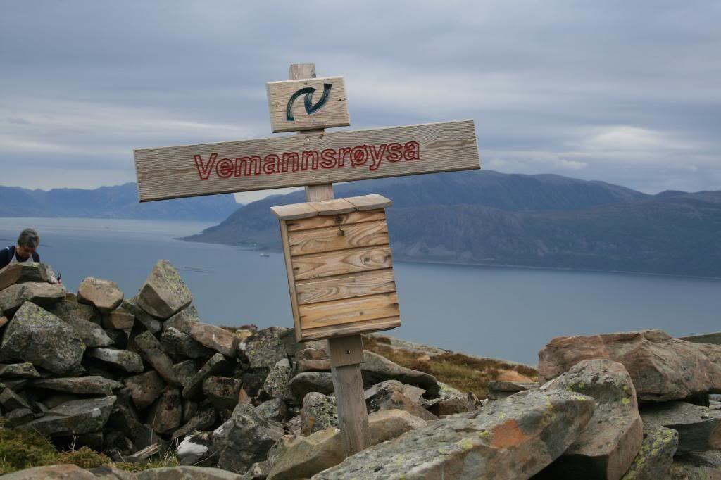 På toppen av Hovden - Vemannnsrøysa (239 m.o.h.)