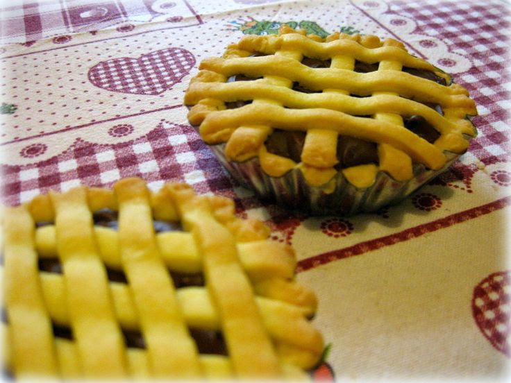 http://fragolaecannella.blogspot.it/2014/04/crostatine-alla-nutella.html