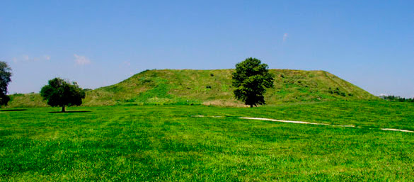 File:Cahokia monks mound HRoe 2008.jpg