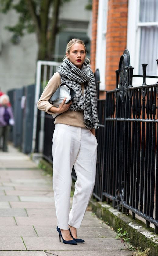 LE FASHION BLOG STREET STYLE LONDON CLASSIC ROSIE SEABROOK A LOVE IS BLIND SANDRA SEMBURG LONDON FASHION WEEK HOUNDSTOOTH SCARF TAN SWEATER TWO TONE CLUTCH BAG WHITE TROUSERS PANTS SUEDE PUMPS RED LIPS LIPSTICK JOSEPH photo LEFASHIONBLOGSTREETSTYLELONDONCLASSICROSIESEABROOKALOVEISBLINDSANDRASEMBURG.jpg