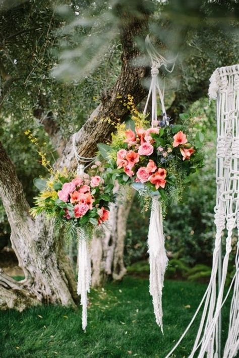 Having an outdoor wedding? Try these gorgeous hanging
