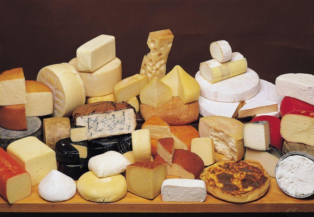 Δέσμευση 956 κιλών τυριού από ψυκτική αποθήκη του Πειραιά | in.gr