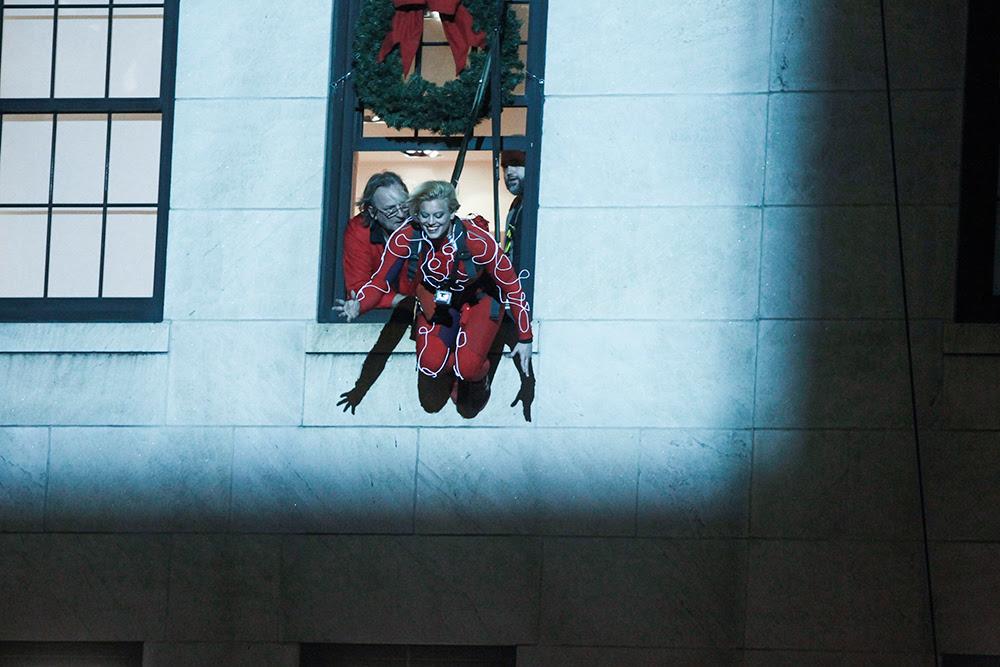 best-window-displays_bergdorf-goodman_2013_christmas_holidays-on-ice_04