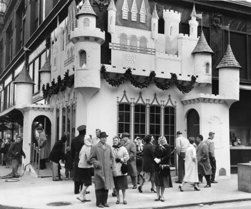 Christmas Castle - Stix Baer & Fuller 7th & Washington 1959.jpg