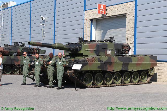 El Ministerio de Defensa polaco firmó un contrato para modernizar 128 Leopard 2A4 principales carros de combate utilizados por el ejército polaco. Conjunto original de Polonia de 128 tanques Leopard 2A4 fueron comprados y se transfiere a mediados de la década de 2000. Polonia, también han comprado un total de 105 Leopard 2A5.