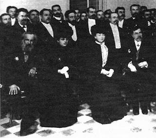 Fotografía de la boda de Ana Popova y Dimitri Ivánovich Mendeléiev celebrada en San Petersburgo el 22 de abril de 1882.