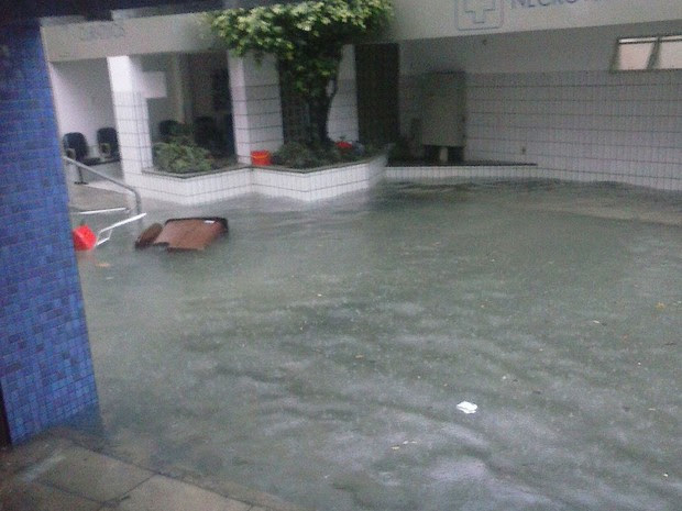 Hospital Santo Antônio, que faz parte das Obras Sociais Irmã Dulce foi tomado pela água da chuva na manhã desta segunda-feira (27). (Foto: Divulgação/ OSID)