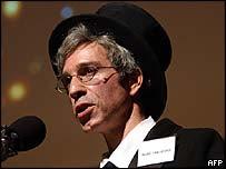 Marc Abrahams presenta los premios Ig Noble 2005.