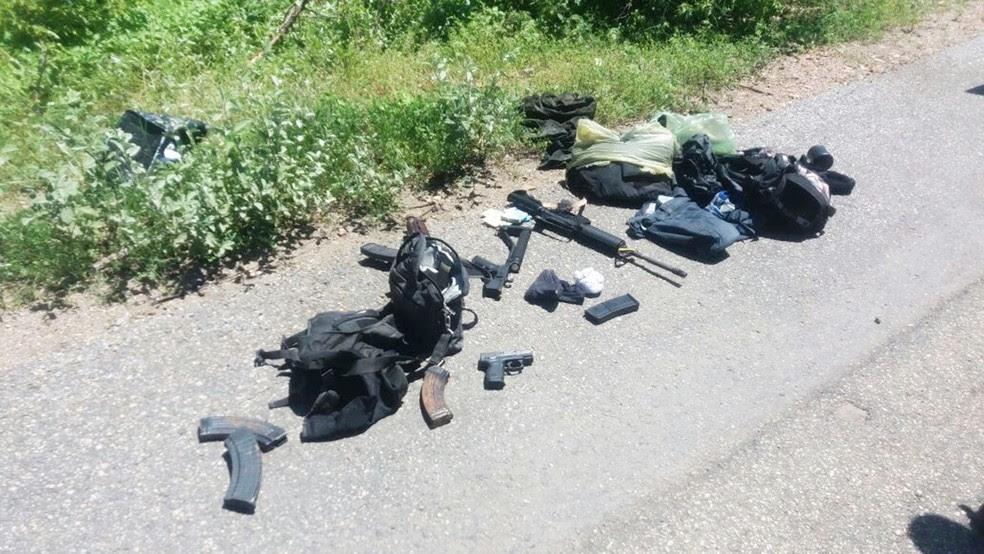 Fuzis, pistolas, carregadores e munições foram apreendidos (Foto: PM/RN)