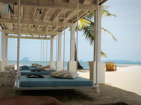 http://houseidea.files.wordpress.com/2012/07/outdoor-with-hanging-bed.jpg