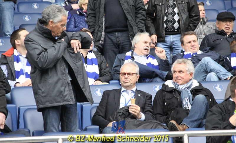 ... Stadion, der MSV-Präsident, Ingo Wald. Daneben MSV-Legende Bernard