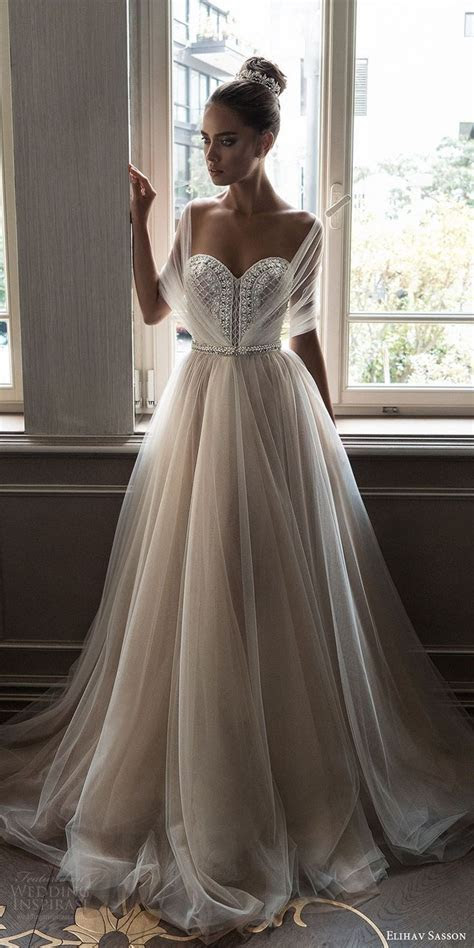 Best 25  Romantic dresses ideas on Pinterest   Bridal