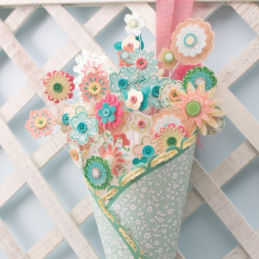 Craft work using waste paper atemplar for Decorative items from waste cd