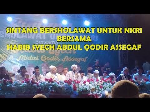 Sintang Bersholawat Bersama Habib Syech