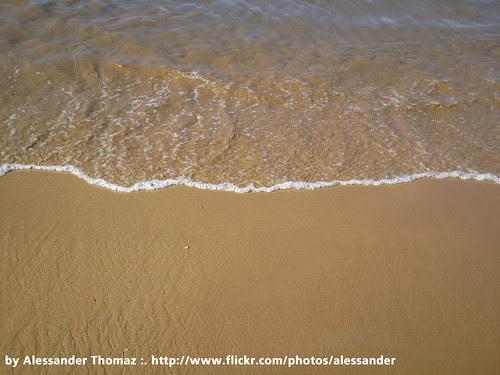 O mar e a areia by Alessander Thomaz