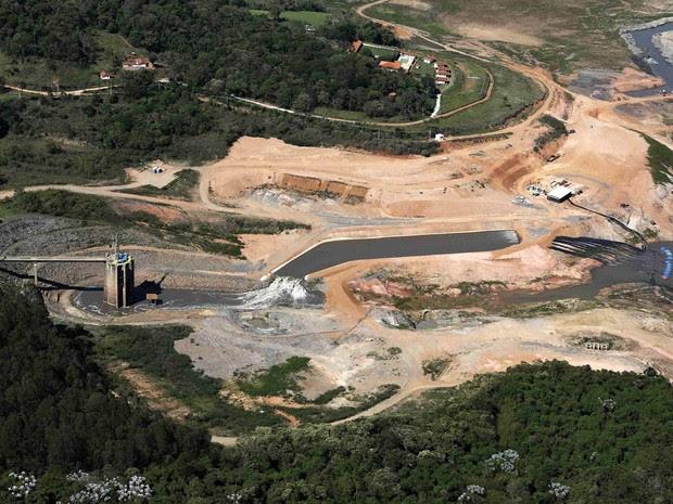 Vista aérea da represa de Jaguari, parte do Sistema Cantareira, em Bragança Paulista (SP) (Foto: Nacho Doce/Reuters)