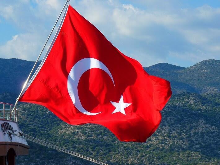 Dalgalanan Türk Bayrağı Resimleri