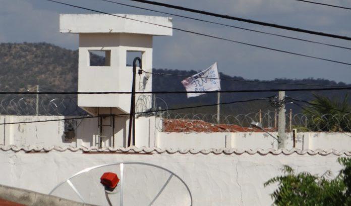 Presos-do-Presídio-de-Caicó-hastearam-bandeira-no-Presídio-de-Caicó-Foto-Sidney-Silva-696x408