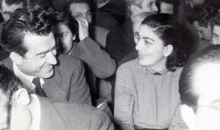Η Μαρία Φωκά με το Νίκο Μπελογιάννη σε μια στιγμή της δίκης