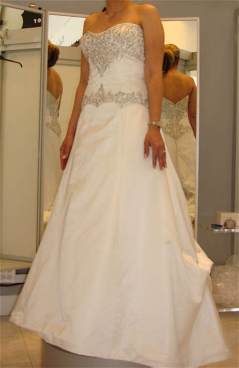 Pre Sell a Wedding Dress? (Yes).   PreOwned Wedding Dresses