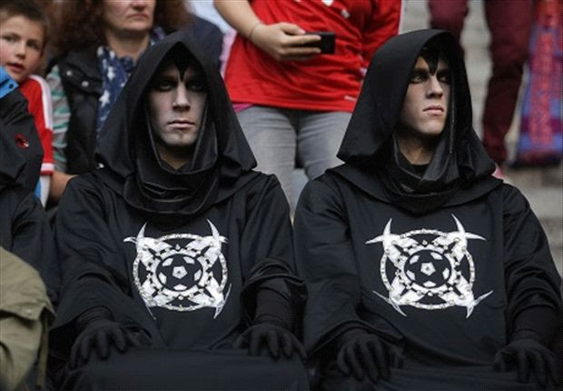 333363 heroa So Scary! After appearing at Bayern on Saturday, 11 men dressed in identical black robes turn up at Chelsea [Pictures]