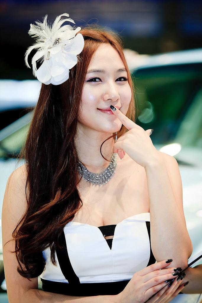 motor show model15 Hot Korean Models at Seoul Motor Show