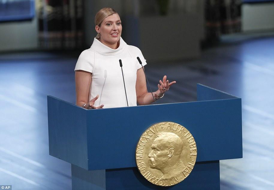 Beatrice Fihn, chefe da Campanha Internacional para Abolir Armas Nucleares, aceitando o Prêmio Nobel da Paz em nome do grupo anti-nuclear