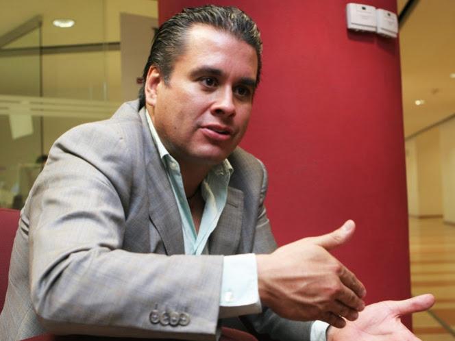 Fortuna de la maestra supera $100 mil millones, asegura ex asesor