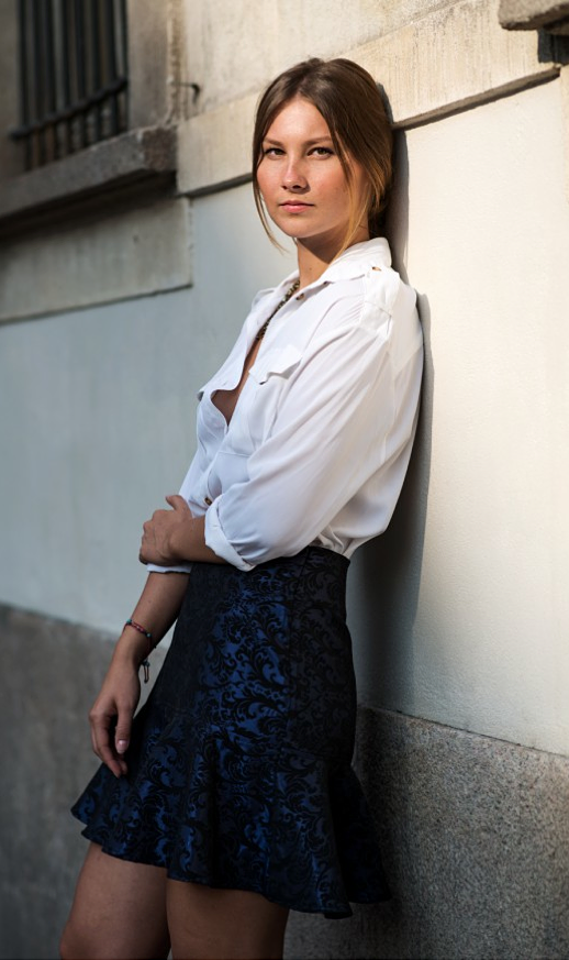 LE FASHION BLOG STREET STYLE BASIC WHITE UTILITY BUTTON DOWN SHIRT TOP ASOS BLUE  METALLIC JACQUARD TRUMPET HEM SKIRT NATURAL BEAUTY VIA THE LOCALS DK