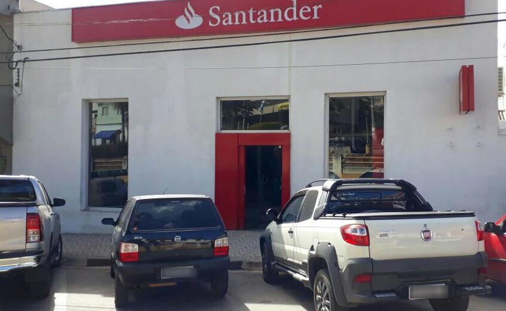 Agência bancária no centro de Piracaia é assaltada (Foto: Lucas Rangel/TV Vanguarda)