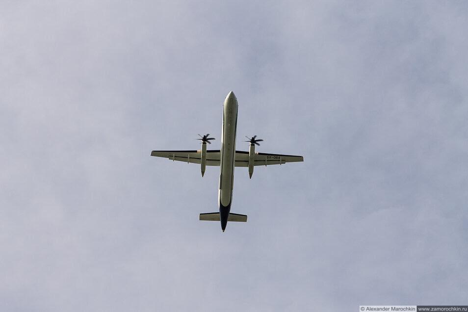 Винтовой самолёт в небе. Керкира, Корфу, Греция