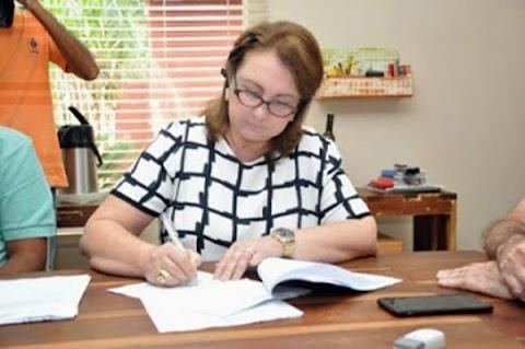 Prefeita de Coroatá paga R$ 3.869 de abono aos professores